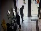 Criminosos rendem seguranças e assaltam agência bancária em Arcos