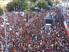 Carnaval de Salvador abre espaço para folião que segue trio sem pagar