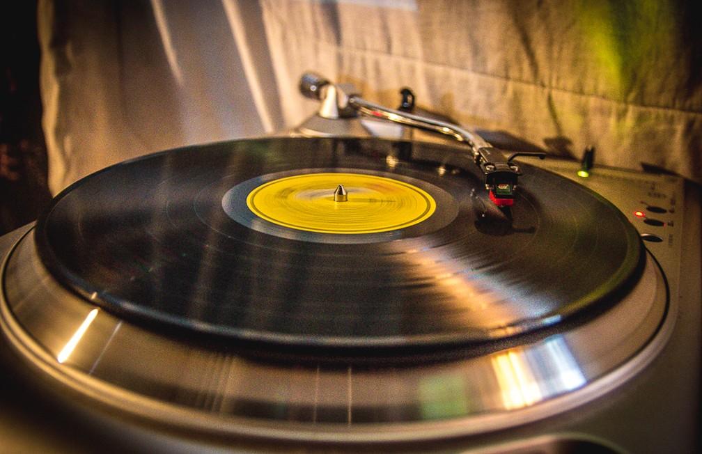 Discos são destaque em bar de São Carlos (Foto: Fabio Rodrigues/G1)