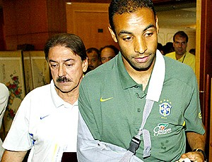 Emerson cortado da copa do mundo de 2002