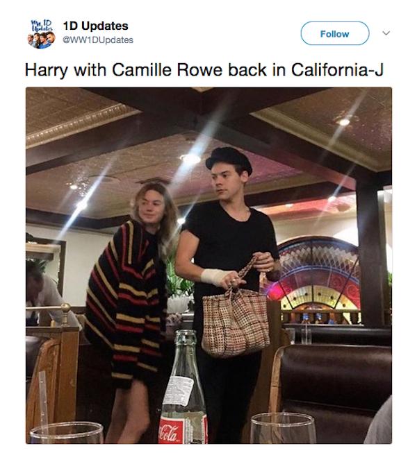 O flagrante de Harry Styles com Camille Rowe em um restaurante (Foto: Twitter)