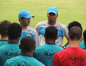 Claudio Tencati, técnico do Londrina fala com jogadores (Foto: Pedro A. Rampazzo/Site oficial do Londrina)