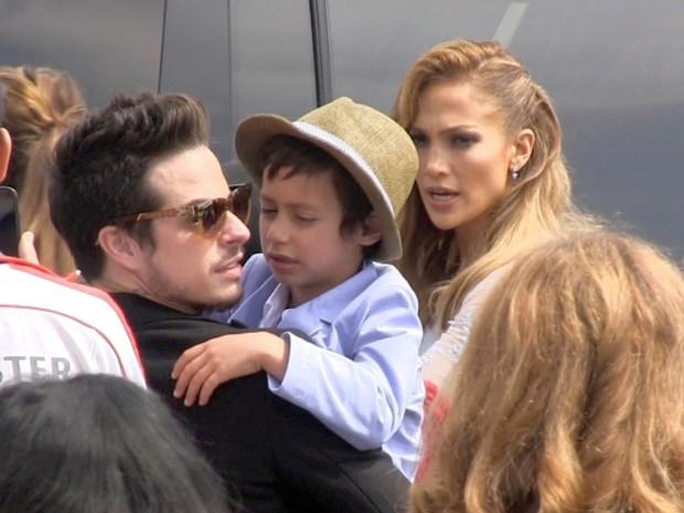 Jennifer Lopez com o filho, Maximilian David, e com Casper Smart em première em Los Angeles, nos Estados Unidos (Foto: AKM-GSI/ Agência)