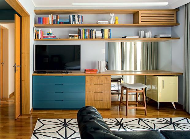 apartamento-dt-estudio-suite-comoda-penteadeira-freijo-banco (Foto: Edu Castello/Editora Globo)