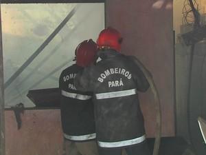 incendio casa no bairro aparecida (Foto: Reprodução/ TV Tapajós)