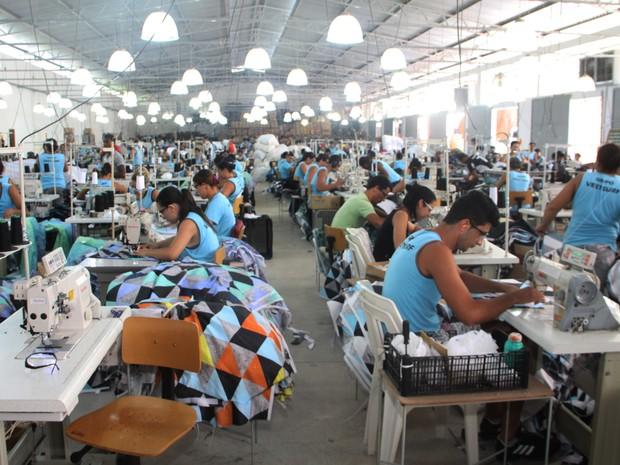 Itaperuna fabrica 15 mil unidades de bermudas por dia (Foto: Marcelo Nunes / Prefeitura de Itaperuna)