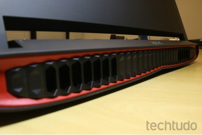 Acer Predator 17 tem grades para melhor ventilação (Caio Bersot/TechTudo)