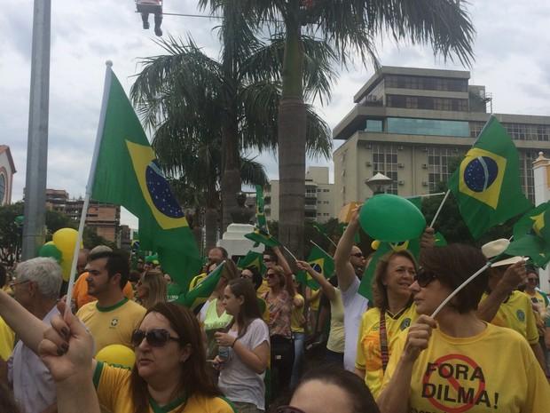 Manifestantes se concentram no Centro de Chapecó (Foto: Divulgação)