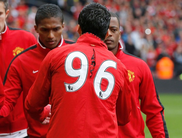 evra suarez liverpool x  manchester united (Foto: Reuters)