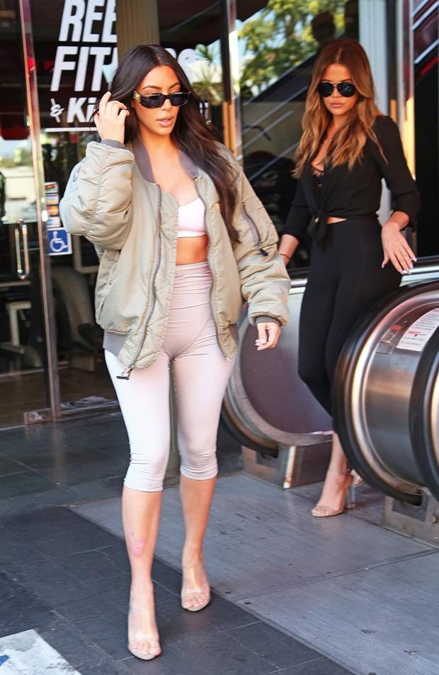 Kim Kardashian e Khloé Kardashian (Foto: AKM-GSI)