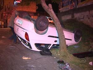 Acidente deixou quatro feridos em Porto Alegre (Foto: Reprodução/RBS TV)