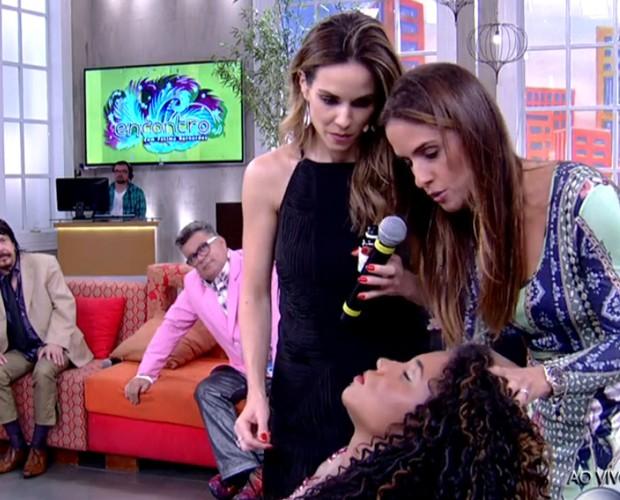 Ana e dermatologistas mostram dicas para retirada de maquiagem (Foto: Reprodução/ TV Globo)