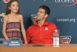 Djokovic para entrevista coletiva e chama menina de 9 anos para cantar