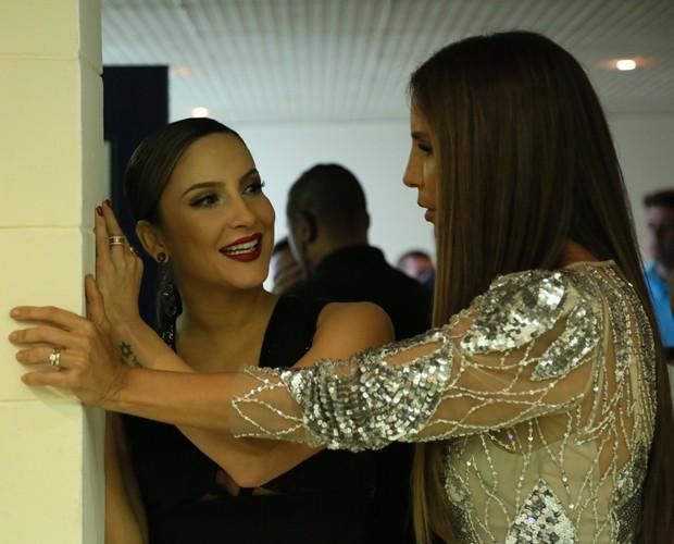 Claudia Leitte e Ivete Sangalo botam conversa em dia (Foto: Carol Caminha/ Gshow)