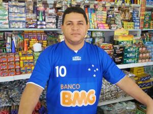 Willamys Barbosa vende fogos de São João há mais de 20 anos na Paraíba (Foto: Inaê Teles/G1)