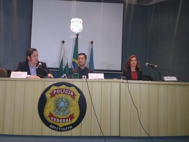 Os delegados da PF, Fabiano Bordignon e Fabio Tamura, e a procuradora Daniela Caselani Sitta explicaram os motivos da prisão do prefeito Reni Pereira (Foto: Francielle Lopes / RPC)