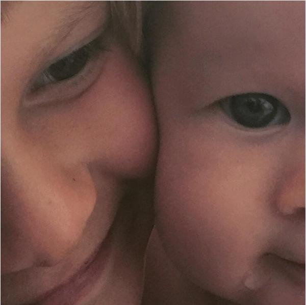 Os dois filhos da cantora Alanis Morissette (Foto: Instagram)