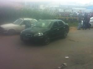 Os três homens estava dentro do carro preto quando foram mortas em Nova Serrana (Foto: Ricardo Nogueira/Arquivo Pessoal)