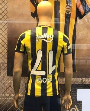 BLOG: De virar a cabeça: Moussa Sow tem camisa personalizada por gols de bicicleta
