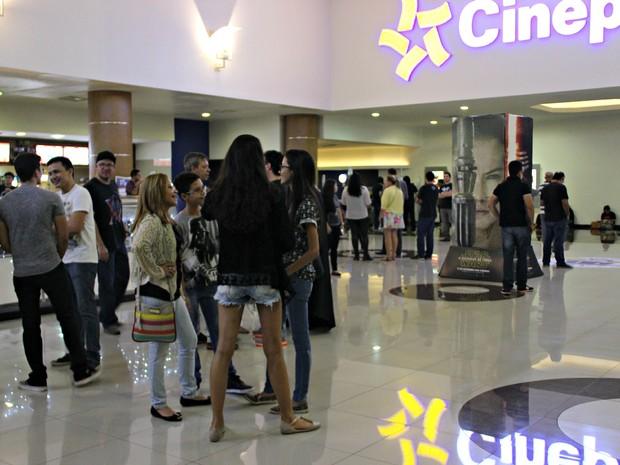 Fãs aguardavam ansiosos em shopping de Manaus  (Foto: Indiara Bessa/ G1 AM)