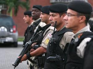 Policiais são premiados por bom desempenho profissional. (Foto: Rafael Martins/GOVBA)
