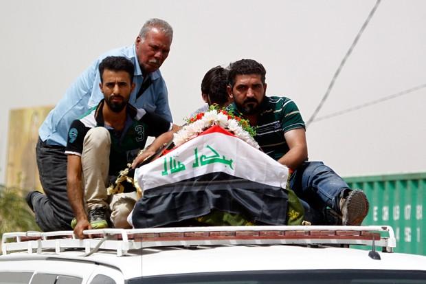 Diversos funerais foram realizados na região de Bagdá após atentado deixar dezenas de mortos (Foto: Haidar Hamdani/AFP)