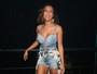 Ex-BBB Lia Khey usa look curto e decotado em show de Preta Gil