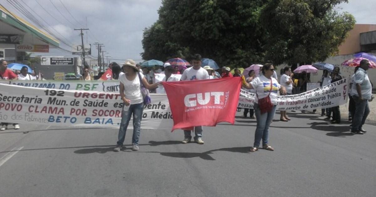 Ato de servidores de União fecha avenida no Barro Duro, em Maceió - Globo.com
