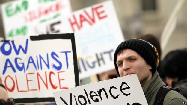 Governo afirmou que 'não se pode fazer mais vista grossa' à violência nos campi (Foto: AP)
