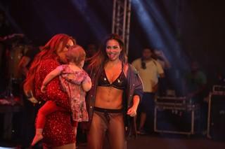 Solange Almeida e Alinne Rosa em show em Alagoinhas, na Bahia (Foto: Nara Fassi/ Divulgação)