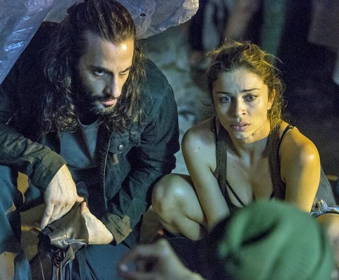 Larissa fica chocada ao ouvir proposta indecente (Foto: Felipe Monteiro/ Gshow)