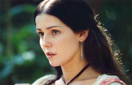 Deborah Secco foi a sofredora Cecília em 'A padroeira', apaixonada por Valentim (Luigi Baricelli), mas obrigada a se casar com Fernão (Maurício Mattar) Cristiana Isidora/ TV Globo
