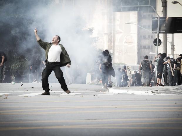 Homem durante protesto em São Paulo (Foto: Caio Kenji/ G1)