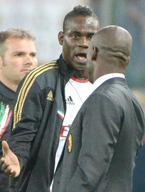 Balotelli discute com Seedorf, Roma x Milan (Foto: EFE)