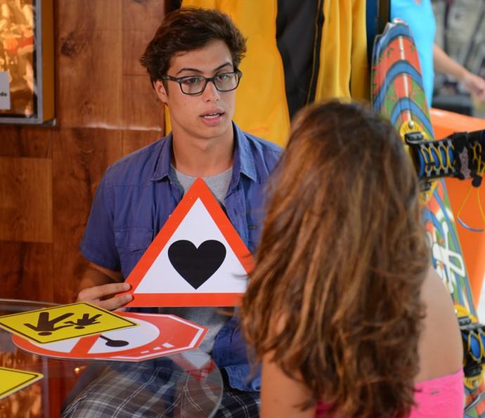 Nanda pede a ajuda de Filipe (Foto: Pedro Carrilho/Gshow)