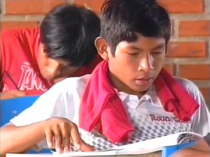 Pais de alunos indígenas se preocupam com a educação na aldeia Xerente (Foto: Reprodução/TV Anhanguera)