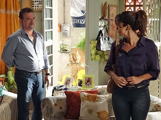 Chegada de Russo faz Morena engolir em seco (Foto: Salve Jorge/TV Globo)