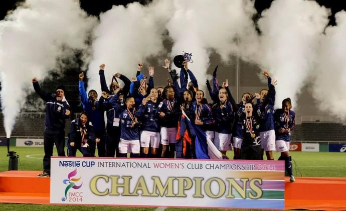 Comemoração São José Futebol Feminino (Foto: Mengo DoJapao/ Divulgação)