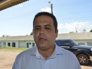 Secretário de Transportes, Bruno Mineiro, diz que até 2015, o trecho norte da BR-156 será concluído (Foto: Abinoan Santiago/G1)