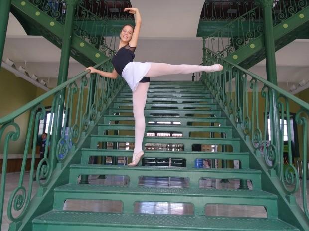 Camila, 12 anos, pratica ballet há três anos e foi uma das pré-selecionadas (Foto: Kelvia Alves / Caixa Cultural Fortaleza)