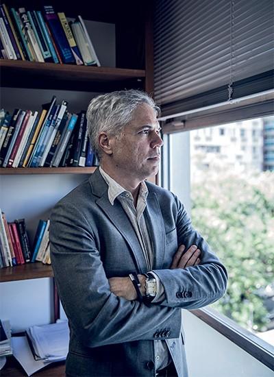 DE OLHO NA GESTÃO Carlos Pereira, na semana passada. Ele diz que o PT prefere agradar a suas facções internas a dividir o poder com os aliados  (Foto: Stefano Martini/ÉPOCA)