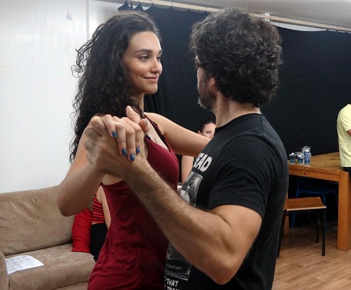 Débora Nascimento e Eriberto Leão ensaiam bolero para 'Êta mundo bom' (Foto: Walter Dhein/Gshow)
