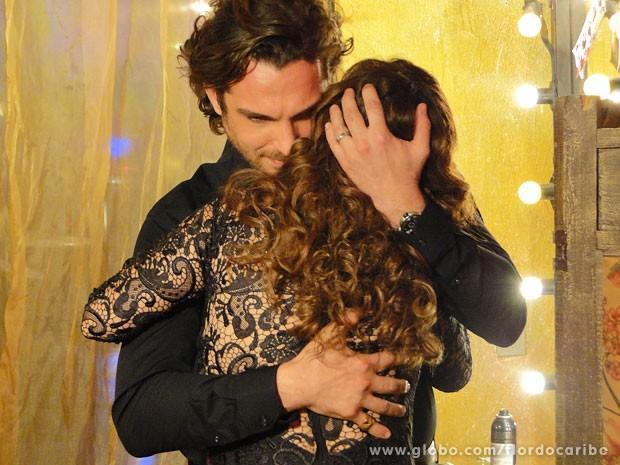 Sem falsidade! Alberto demonstra carinho por Guiomar  (Foto: Flor do Caribe / TV Globo)