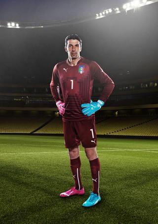 43c5a5de36 EGO - Pés de ouro! Conheça as chuteiras da Copa 2014 que irão marcar ...