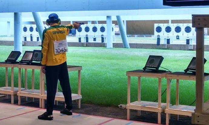 Emerson Duarte garantiu a medalha de prata na prova do tiro esportivo do Pan de Toronto (Foto: Miguel de Freitas / CBTE)