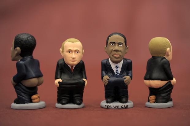 'Caganeros' dos presidentes norte-americano Barack Obama e russo Vladmir Putin (Foto: Lluis Gene/ AFP)