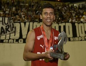 Marcos Rocha recebe o Troféu Globo Minas (Foto: Douglas Magno)