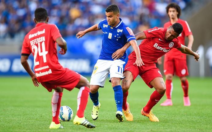 Cruzeiro x Inernacional Inter Ernando Alisson Mineirão (Foto: Fred Magno/Light Press)