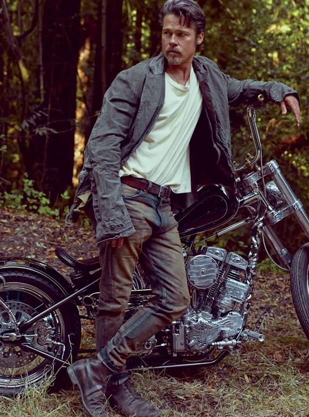 Brad Pitt na GQ Brasil de fevereiro (Foto: Mark Seliger)