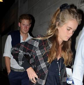 Principe Harry e a namorada Cressida Bonas  (Foto: AKM-GSI BRASIL / Splash News)